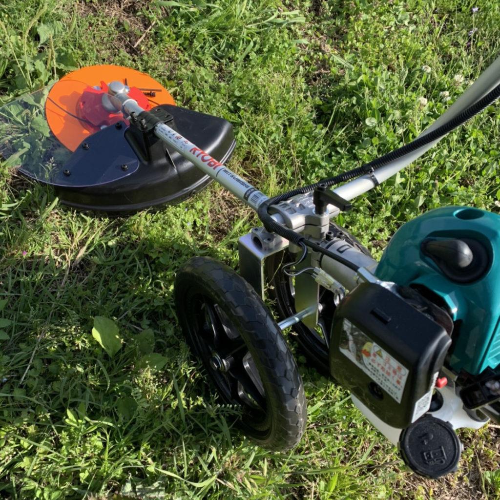 作業の相棒、草刈り機
